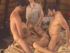 Ngentot Di Gubuk video porno & seks dalam kualitas tinggi di ...